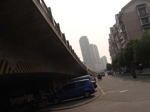 李志- 天空之城> 飞机飞过天空