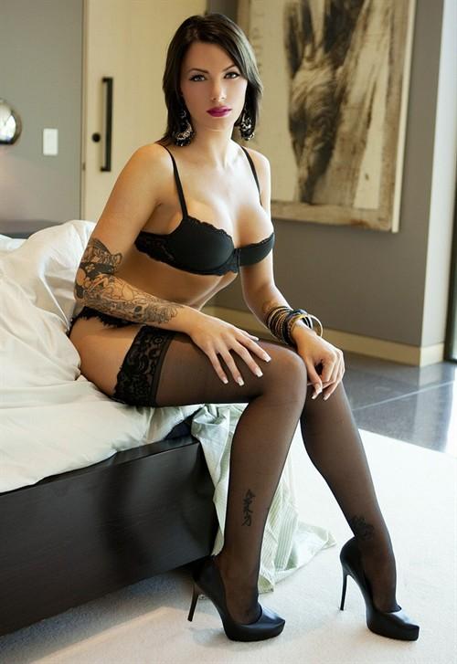 西洋黑丝美女卧室写真