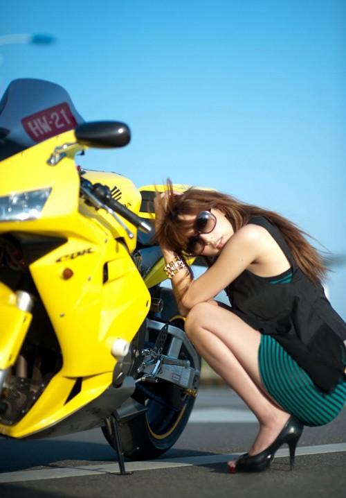 本田摩托机车美女 『初体验』club招待所