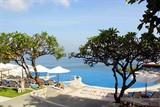 蓝点酒店无边泳池