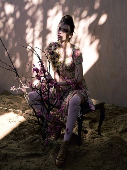 明年流行蕾丝还是碎花?
