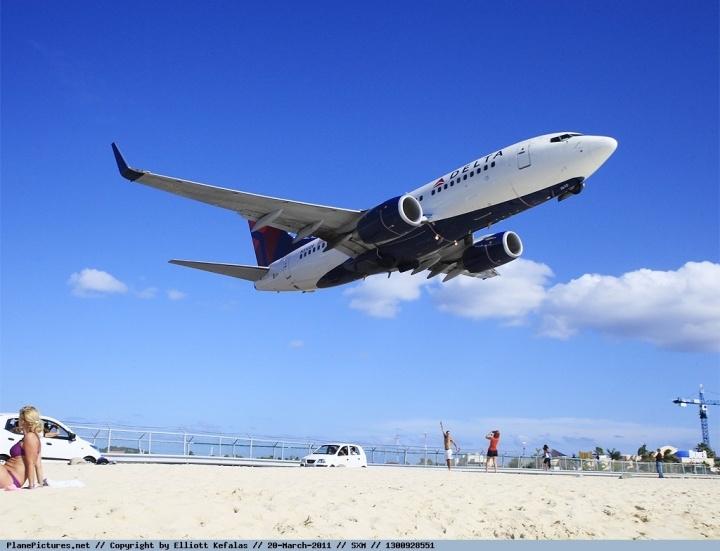 来张起飞的,达美航空737-700