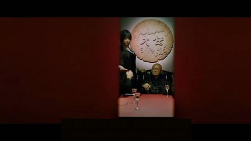 电影瞬间再次穿越,来到旧上海.   这是电影反派,黑帮大佬.   字幕