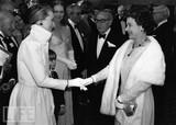 皇室女王对银幕女王梅丽尔斯特里普,相信应该英雄惜英雄