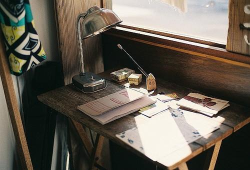我喜歡趴桌上寫字